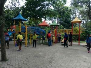 Outdoor playhouse yang banyak menyita perhatian anak-anak